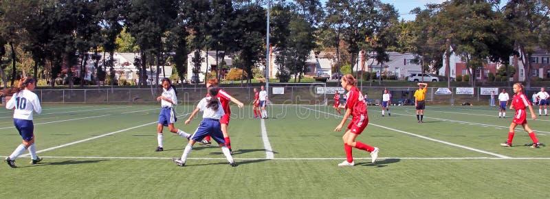 Juego de fútbol de las muchachas foto de archivo