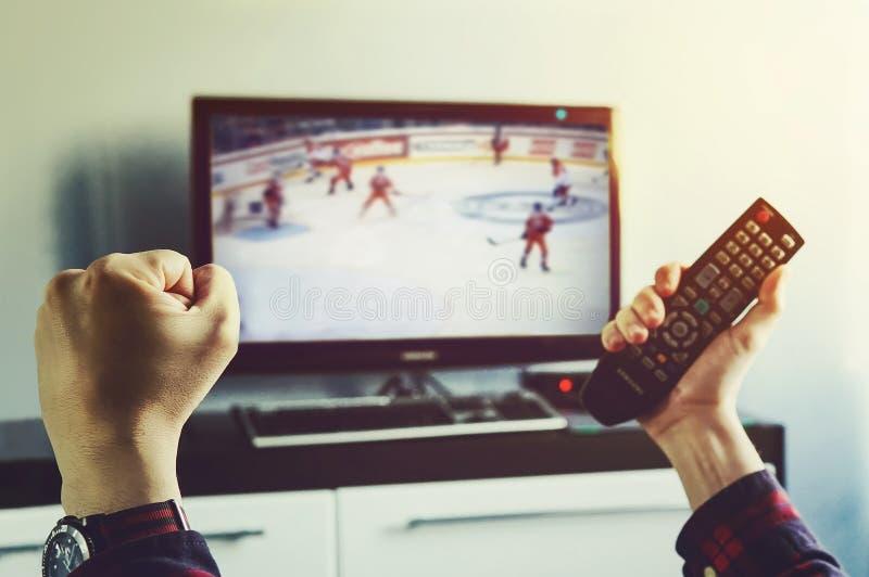 Juego de hockey final de las olimpiadas de invierno imagenes de archivo