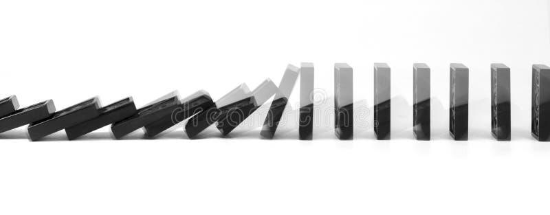Juego de la estrategia empresarial descendente de los dominós fotografía de archivo