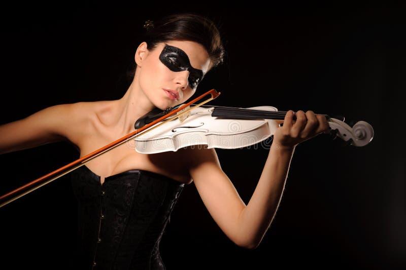 Juego de la mujer en el violín blanco imagen de archivo libre de regalías