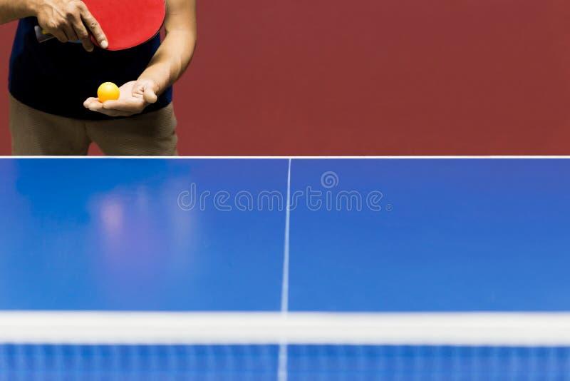Juego de los tenis de mesa de la porción del jugador del deporte foto de archivo