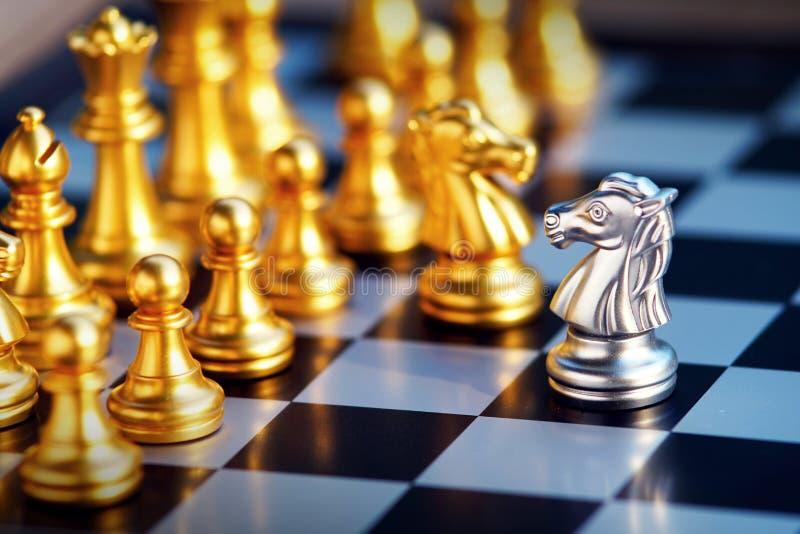 Juego de mesa del ajedrez, concepto competitivo del negocio imagen de archivo