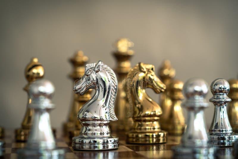 Juego de mesa del ajedrez, concepto competitivo del negocio fotos de archivo