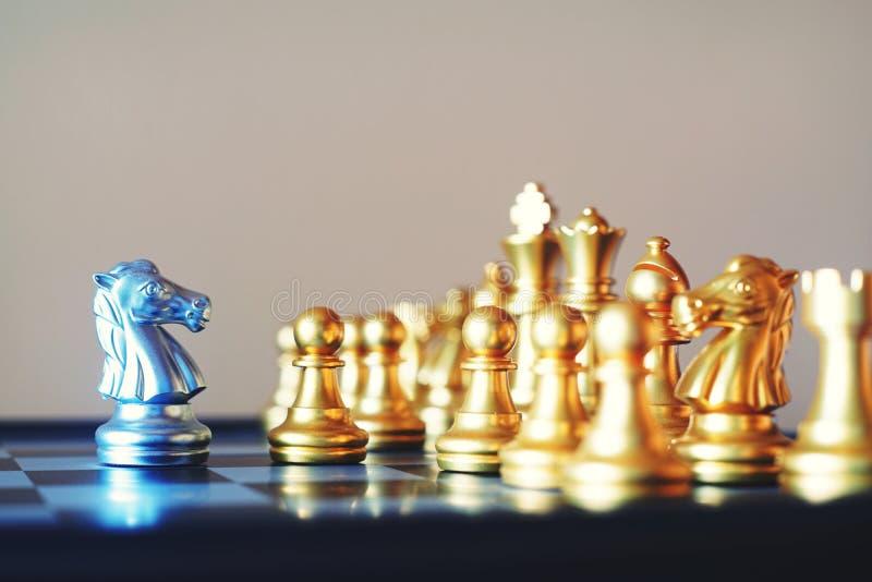 Juego de mesa del ajedrez, situación seria del encuentro, concepto competitivo del negocio, espacio de la copia fotos de archivo libres de regalías