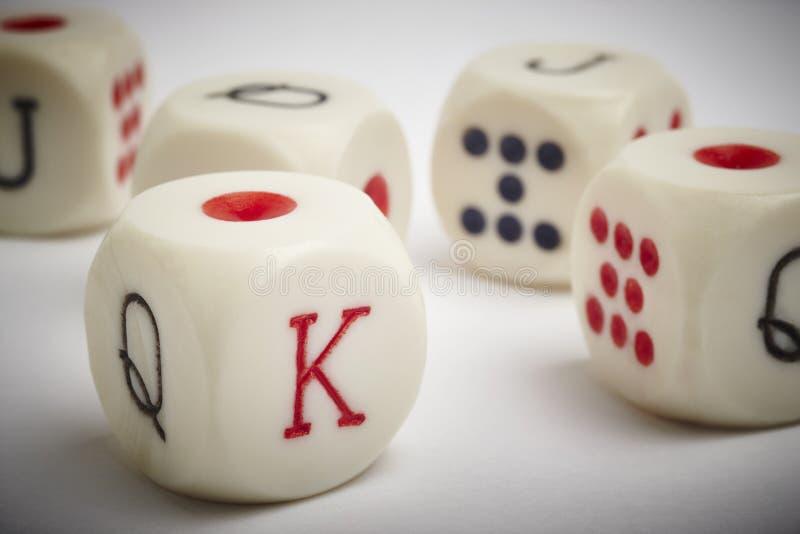Juego de póker de los dados Las mierdas detallan en el fondo blanco del vietado imágenes de archivo libres de regalías