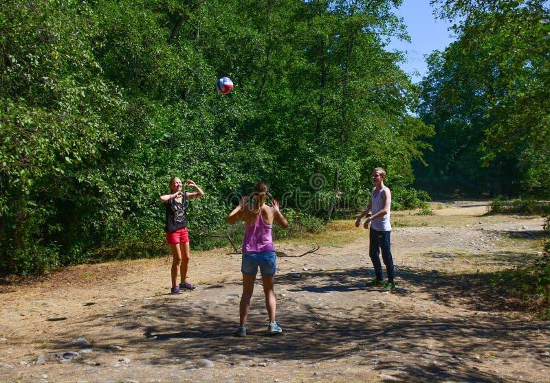 Juego de pelota, voleibol fotografía de archivo libre de regalías