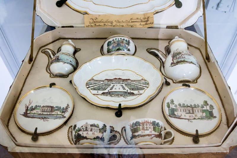 Juego de té que viaja encajonado de la porcelana fotos de archivo