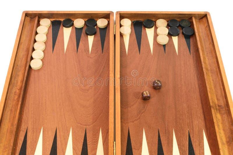 Juego del backgammon con los dados, el tablero y los microprocesadores fotografía de archivo libre de regalías