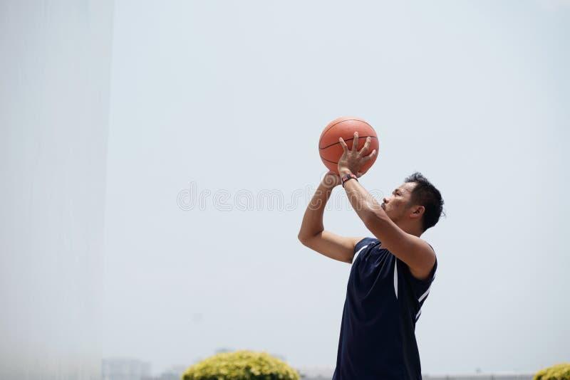 Juego del baloncesto imagenes de archivo