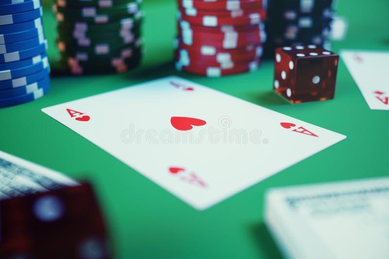 juego del casino del ejemplo 3D Microprocesadores, naipes para el póker Fichas de póker, dados rojos y dinero en la tabla verde E fotos de archivo
