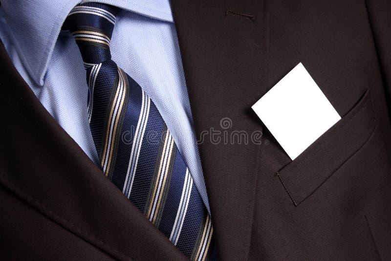 Juego del hombre de negocios con la tarjeta de visita en blanco imagen de archivo