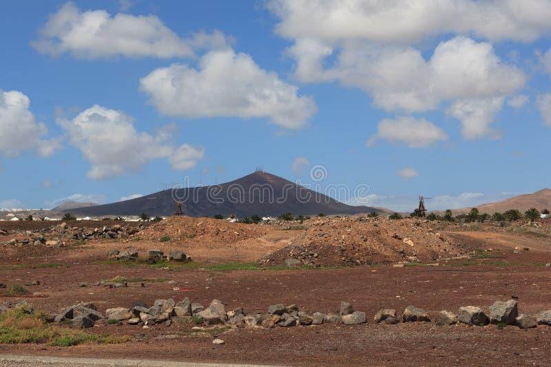 Juego hermoso del colorante a la una de muchos volcanes imagenes de archivo