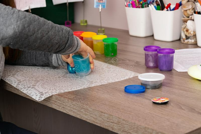 Juegos del niño con los finos del collorfull foto de archivo libre de regalías
