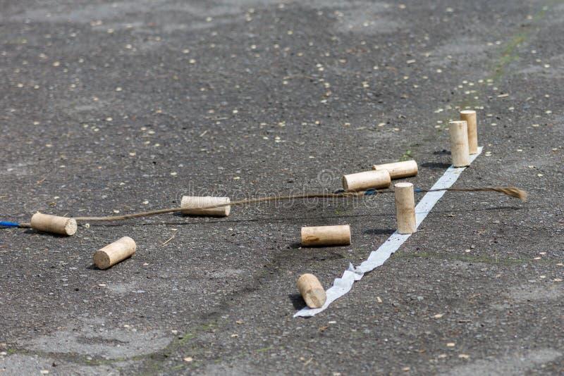 Juegos tradicionales de los indígenas de Siberia Tire abajo las hebillas con un azote uno a la vez Topetones tragados en fotografía de archivo