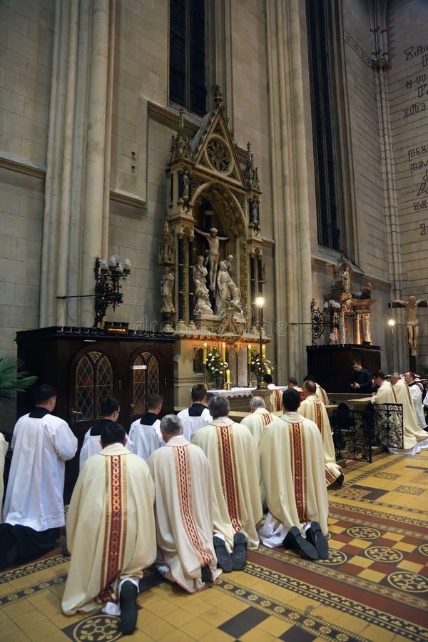 Jueves santo, cena total del ` s del señor en la catedral de Zagreb imagen de archivo