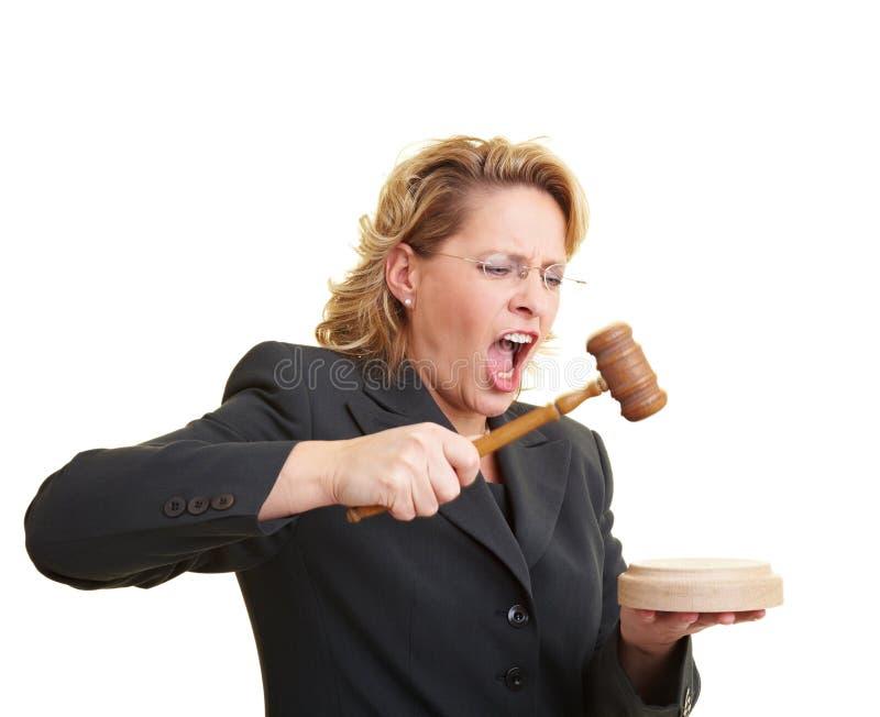 Juez que usa el martillo foto de archivo libre de regalías