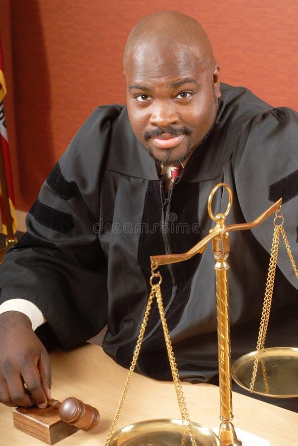 Juez sonriente imagenes de archivo