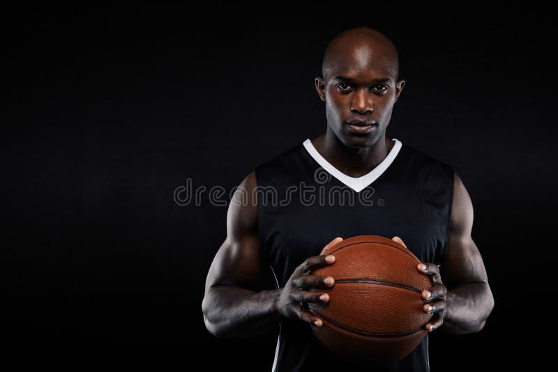 Jugador de básquet africano profesional foto de archivo