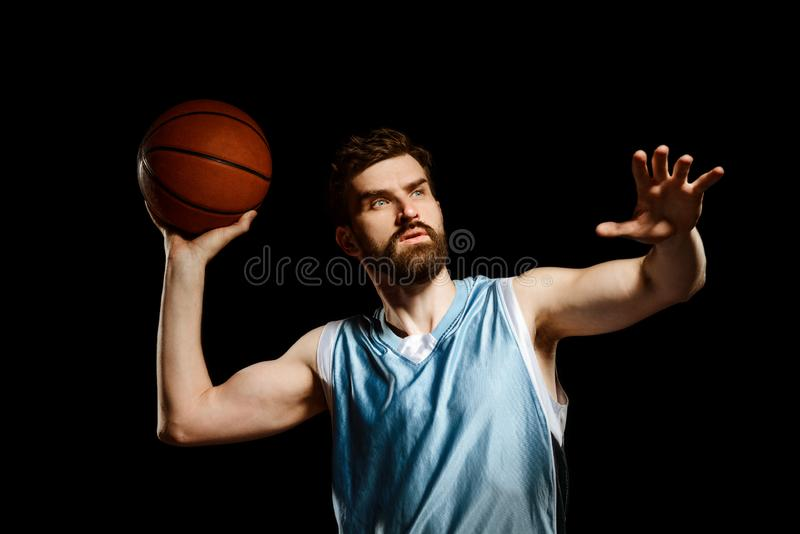 Jugador de básquet alrededor a tirar fotos de archivo