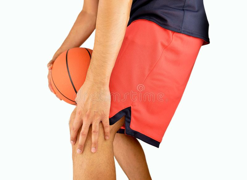 Jugador de básquet con la rodilla herida imagen de archivo