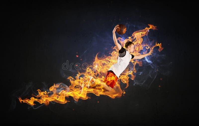 Jugador de básquet en el fuego fotos de archivo libres de regalías