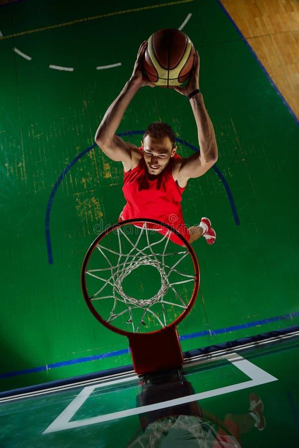 Jugador de básquet en la acción imagen de archivo