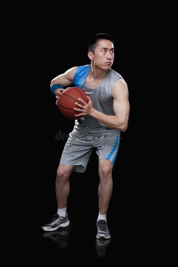 Jugador de básquet, fondo negro fotos de archivo libres de regalías