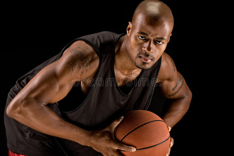 Jugador de básquet fuerte foto de archivo