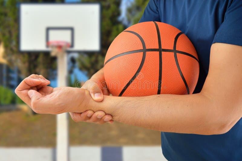 Jugador de básquet herido imagen de archivo libre de regalías