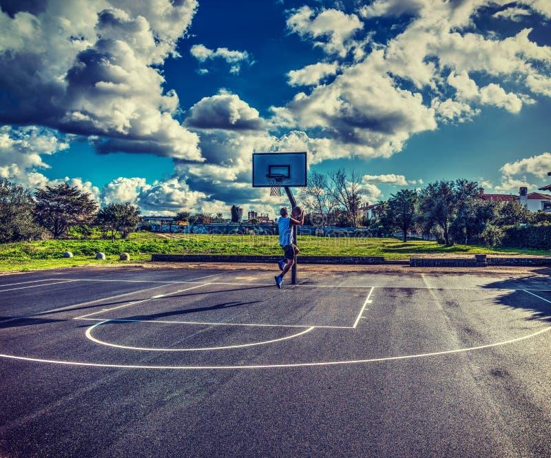 Jugador de básquet visto de detrás fotos de archivo libres de regalías