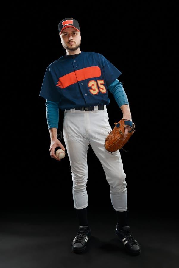 Jugador de béisbol hermoso en negro fotos de archivo