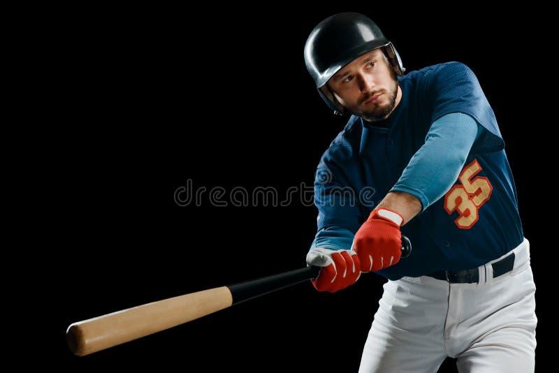 Jugador de béisbol que hace pivotar un palo foto de archivo libre de regalías