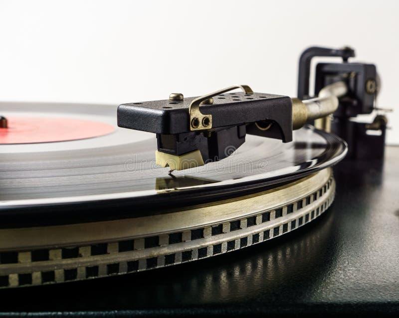 Jugador de disco de vinilo retro de la placa giratoria Tocadiscos del vintage Equipo de audio análogo viejo para el entusiasta sa imágenes de archivo libres de regalías