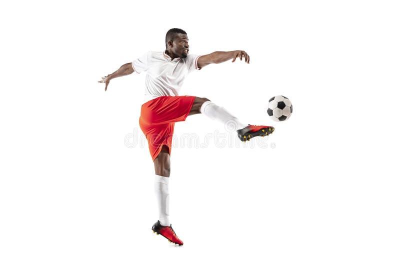 Jugador de fútbol africano profesional del fútbol aislado en el fondo blanco imagen de archivo