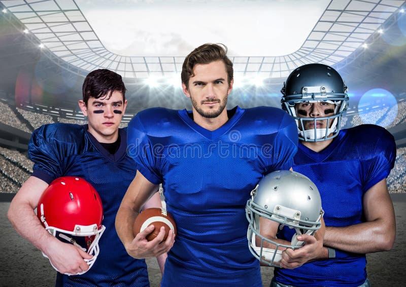 Jugador de fútbol americano que se opone con el casco y la bola a fondo digital generado fotos de archivo