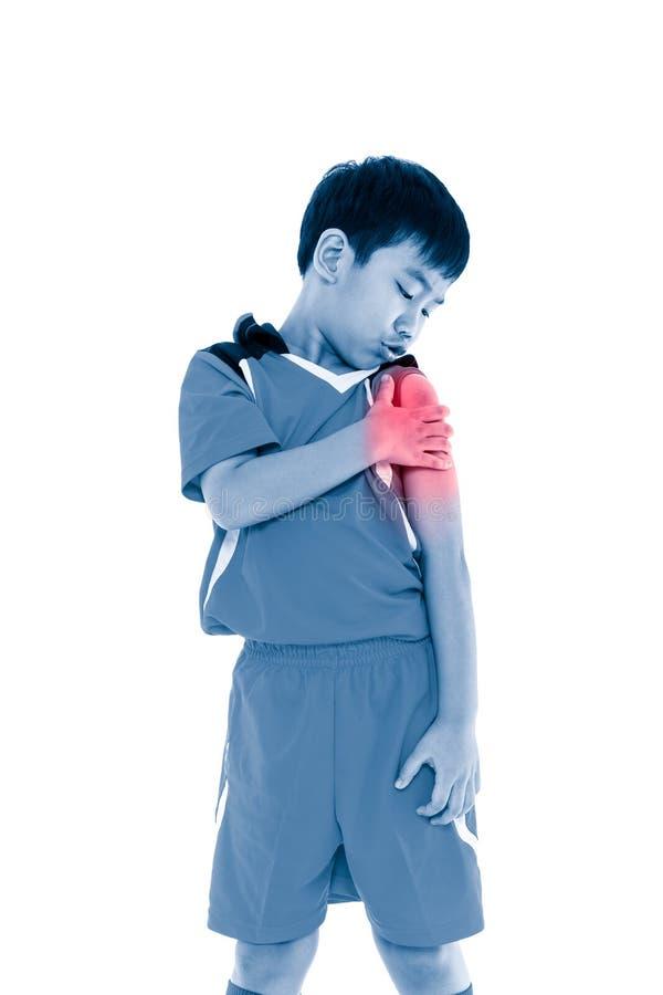 Jugador de fútbol asiático con dolor en el hombro Aislado en el CCB blanco imagenes de archivo