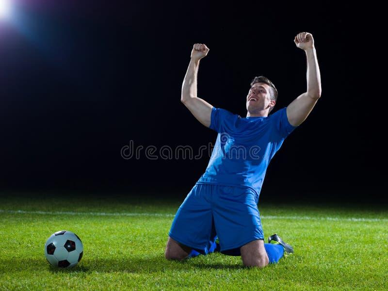 Jugador de fútbol con la bola fotos de archivo libres de regalías