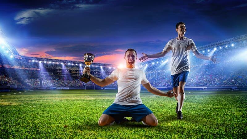 Jugador de fútbol en el estadio Técnicas mixtas imagenes de archivo