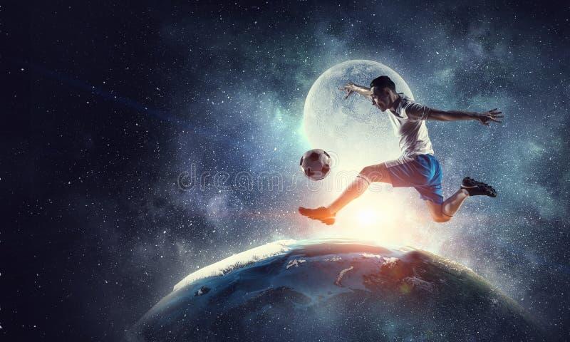 Jugador de fútbol en la acción Técnicas mixtas fotografía de archivo libre de regalías