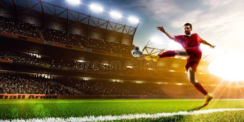 Jugador de fútbol en panorama de la acción imágenes de archivo libres de regalías