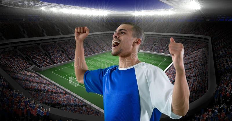 Jugador de fútbol feliz que celebra la victoria contra estadio imágenes de archivo libres de regalías