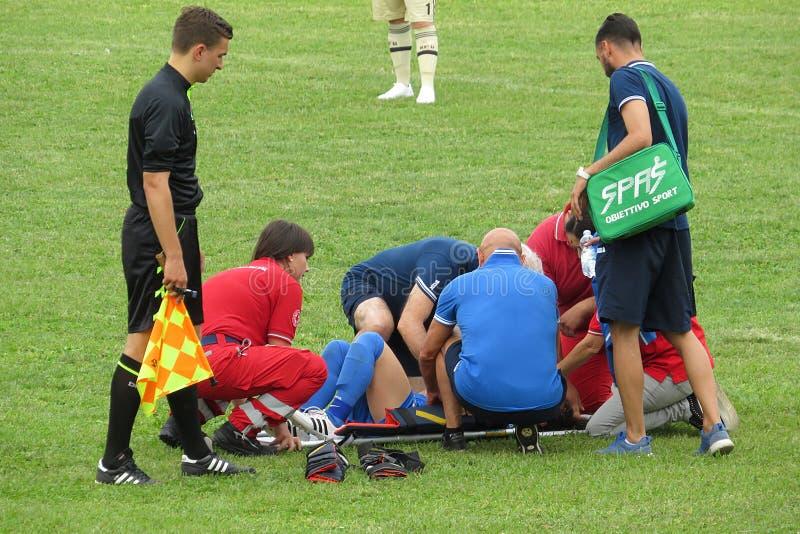 Jugador de fútbol herido fotos de archivo libres de regalías