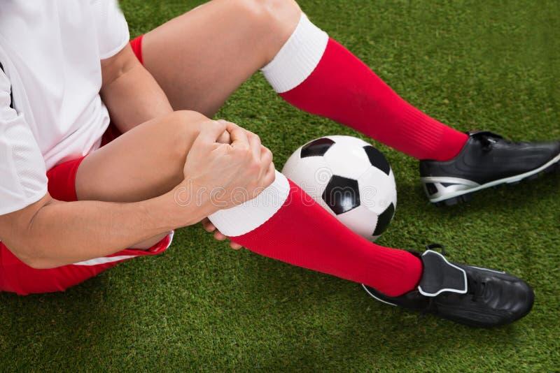 Jugador de fútbol herido foto de archivo