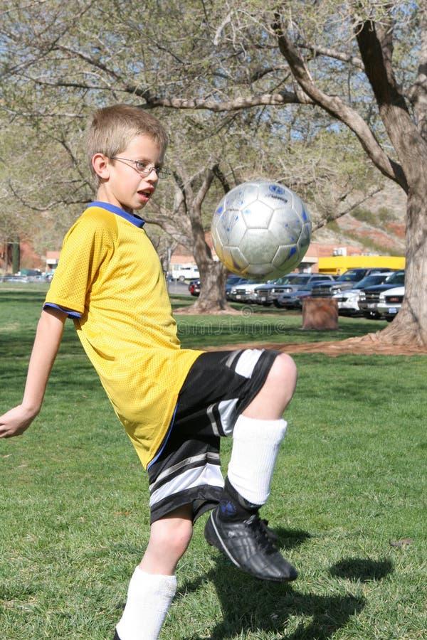 Jugador de fútbol joven fotos de archivo