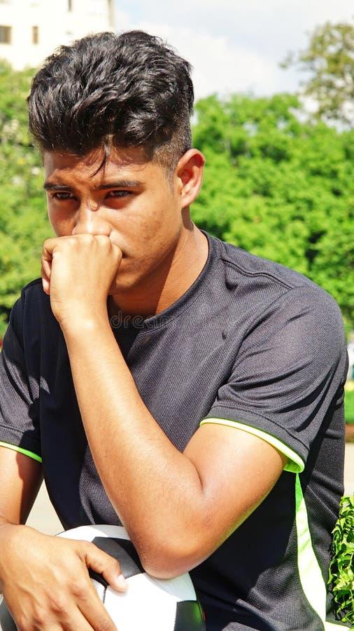 Jugador de fútbol de sexo masculino triste fotos de archivo libres de regalías
