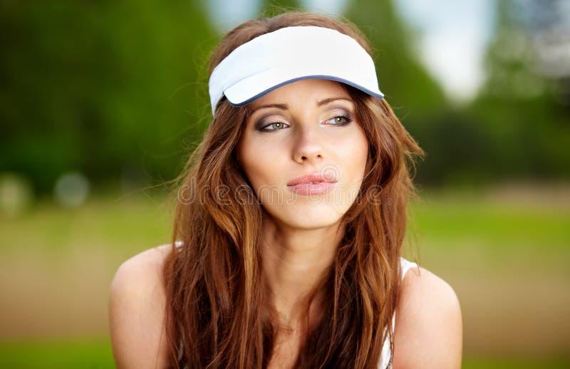 Jugador de golf femenino hermoso fotografía de archivo libre de regalías