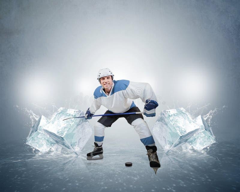 Jugador de hockey con los cubos de hielo fotos de archivo