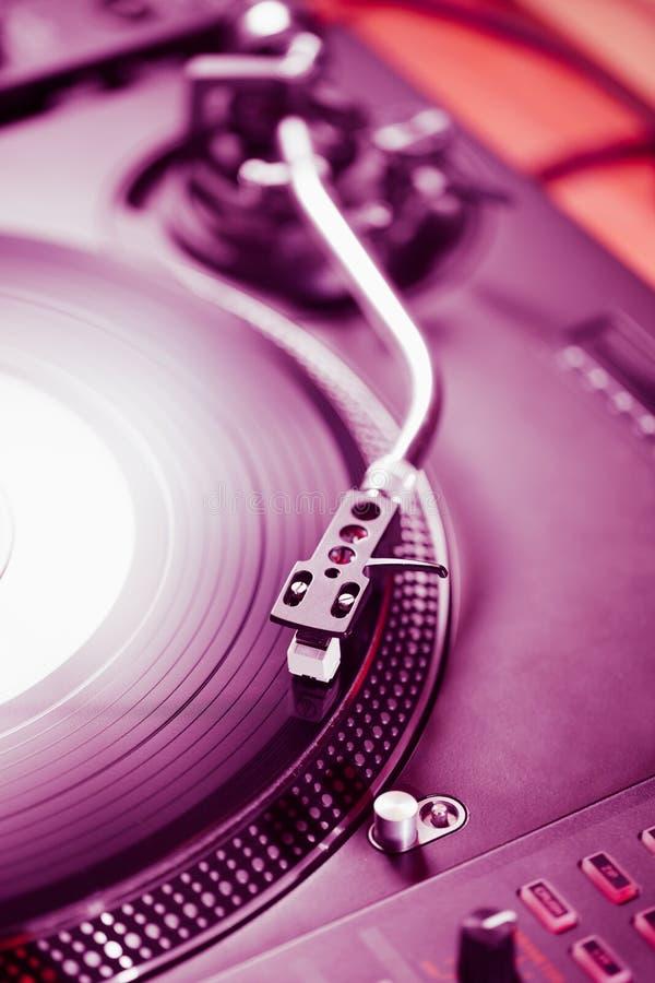 Jugador de música audio del disco de vinilo de la placa giratoria profesional imagen de archivo