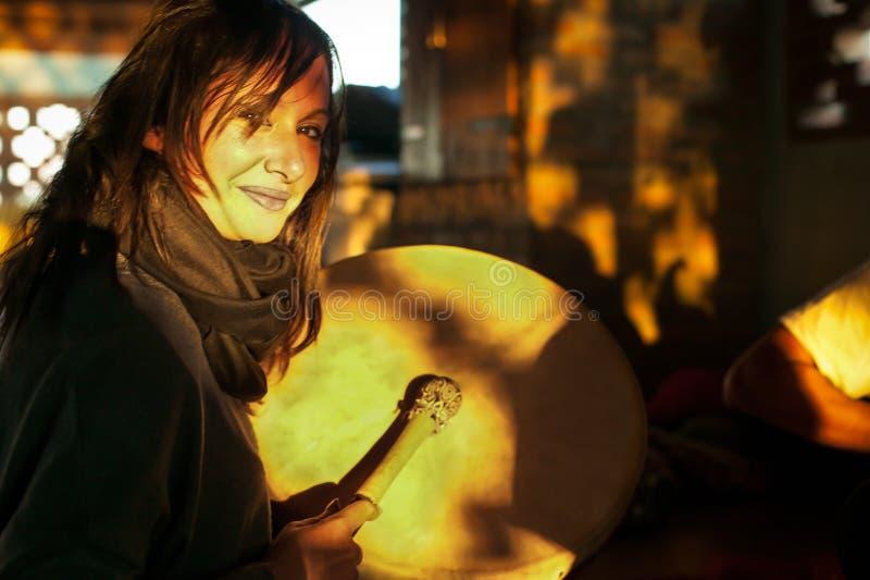 Jugador de música tribal foto de archivo libre de regalías