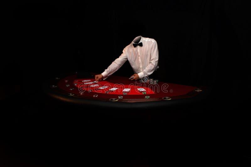 Jugador de póker con las tarjetas fotos de archivo